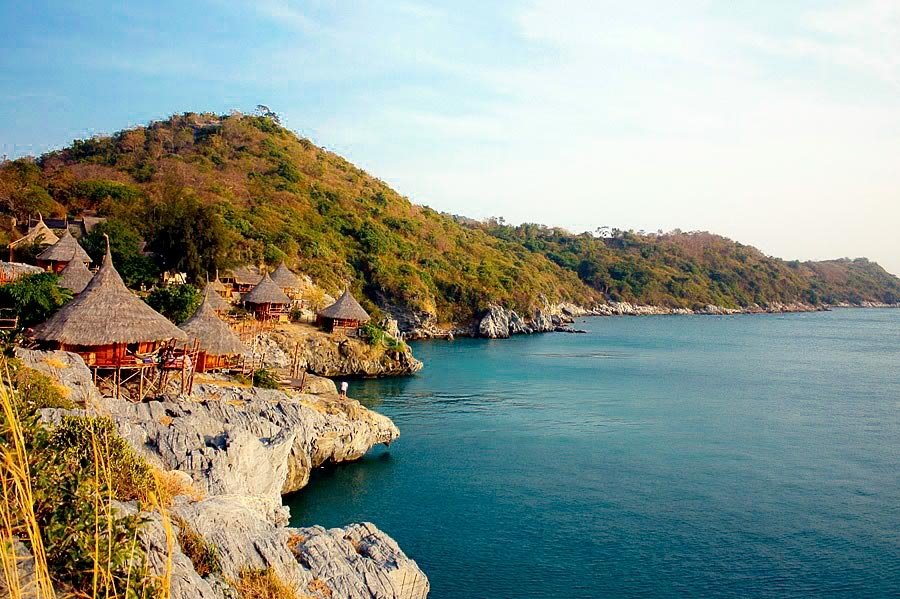 One day trip at Paree Hut Koh Si chang ..