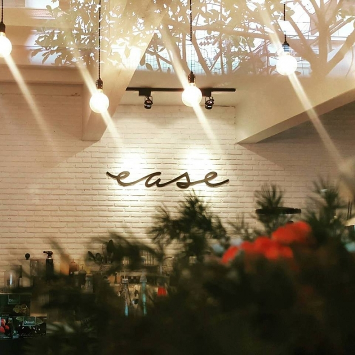Co-Working Space Co-Working ที่นั่งทำงาน คาเฟ่ Ease Cafe&CoWorking Space