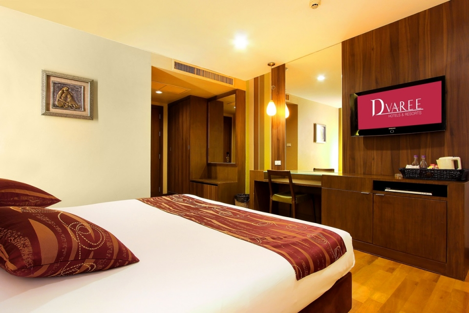D VAREE HOTELS RESORTS