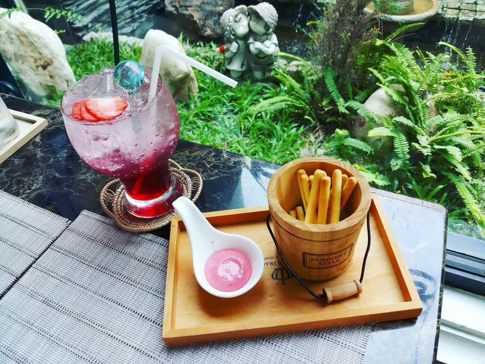 Raffine Cafe and Restaurant ชลบุรี