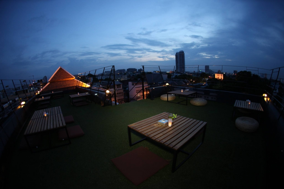 Jham-Jun Phranakorn Rooftop Bar and Bistro
